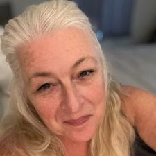 Rencontre Claudi, femme de 60 ans
