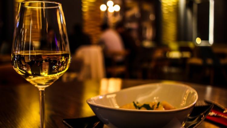 5 plats à éviter lors d'une sortie romantique au restaurant