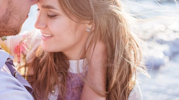 Comment savoir si une fille vous aime ? Des conseils pour l'apprendre