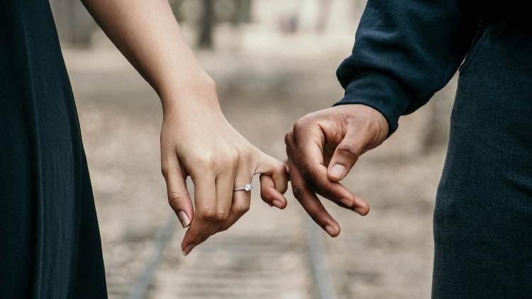 Est-ce que ma femme me trompe ? Ma copine est-elle est infidèle ? Tous les signes